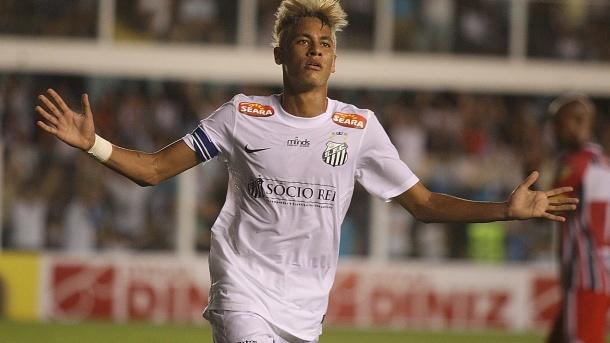 23jan2013---neymar-comemora-gol-marcado-com-a-camisa-do-santos-no-duelo-contra-o-botafogo-sp-1358982860839_1920x1080