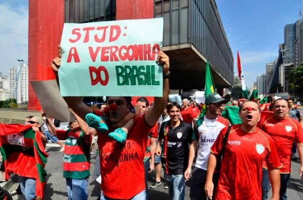 Torcedores da Portuguesa protestam em SP