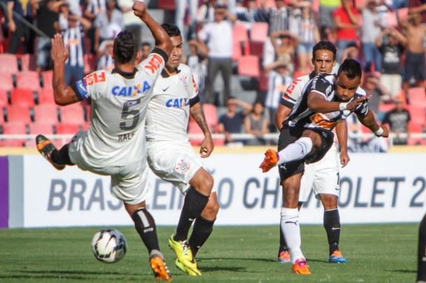 UBERLANDIA / MINAS GERAIS / BRASIL  (20.04.2014) Atlético x Corinthians - no estádio João Avelange - Campeonato Brasileiro 2014 - foto: Bruno Cantini